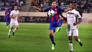 El crack brasileño brilló en el primer partido con la camiseta del FC Barcelona con los Barça Legends con tres asistencias de mago que recuerdan las que hacía con el primer equipo en su etapa como azulgrana
