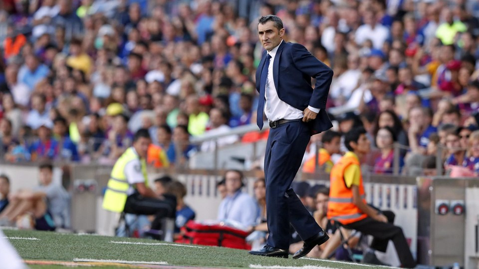 Ernesto Valverde watches the game with Athletic unfold