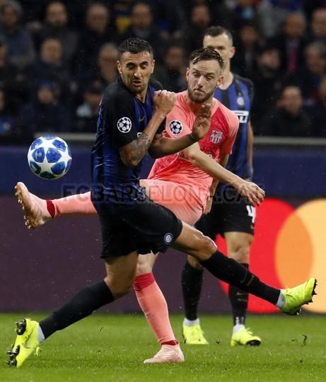 صور مباراة : إنتر ميلان - برشلونة 1-1 ( 06-11-2018 )  102198566