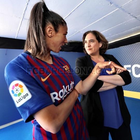 حفل تقديم القميص الجديد لنادي برشلونة لموسم 2018-2019 83941926