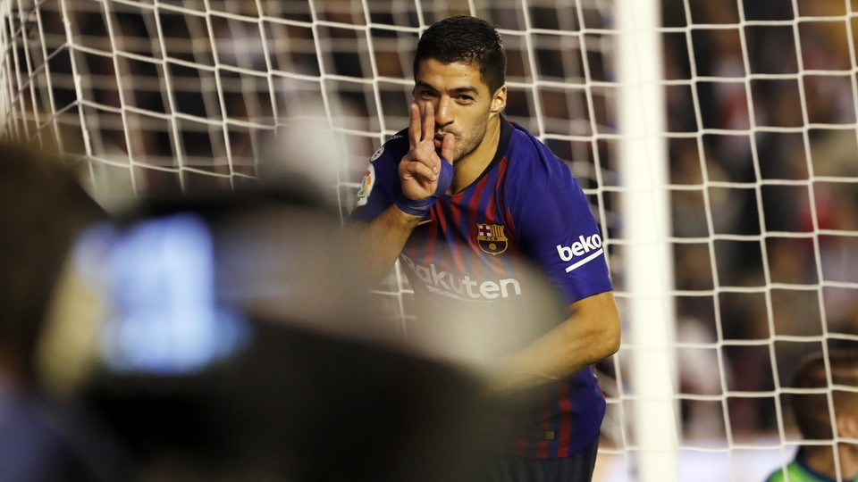 Suárez celebrating his winner in the 90th minute