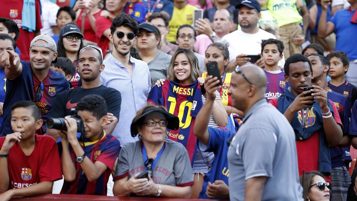 It was another rockin' soccer festival at FedExField on Wednesday night, where the fans' support for Barça was as robust as the product on the field