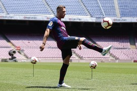 Arthur Melo steps out on the Camp Nou pitch for the first time