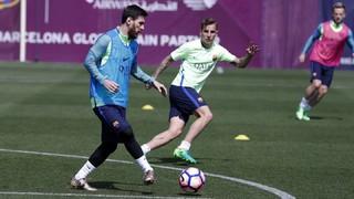 Les joueurs aptes, ainsi qu'Aleñá et Borja López du Barça B, se sont entraînés sur la pelouse de la Ciutat Esportiva afin de peaufiner les derniers détails en vue de la 34ème journée