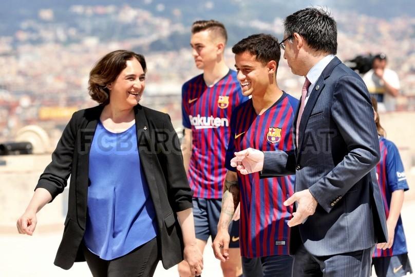 حفل تقديم القميص الجديد لنادي برشلونة لموسم 2018-2019 83941932
