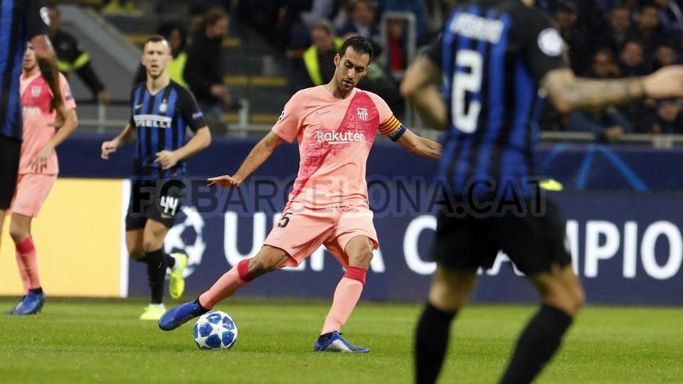 صور مباراة : إنتر ميلان - برشلونة 1-1 ( 06-11-2018 )  102161199