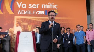 Wembley 25 heroes unveil commemorative plaque at Camp Nou