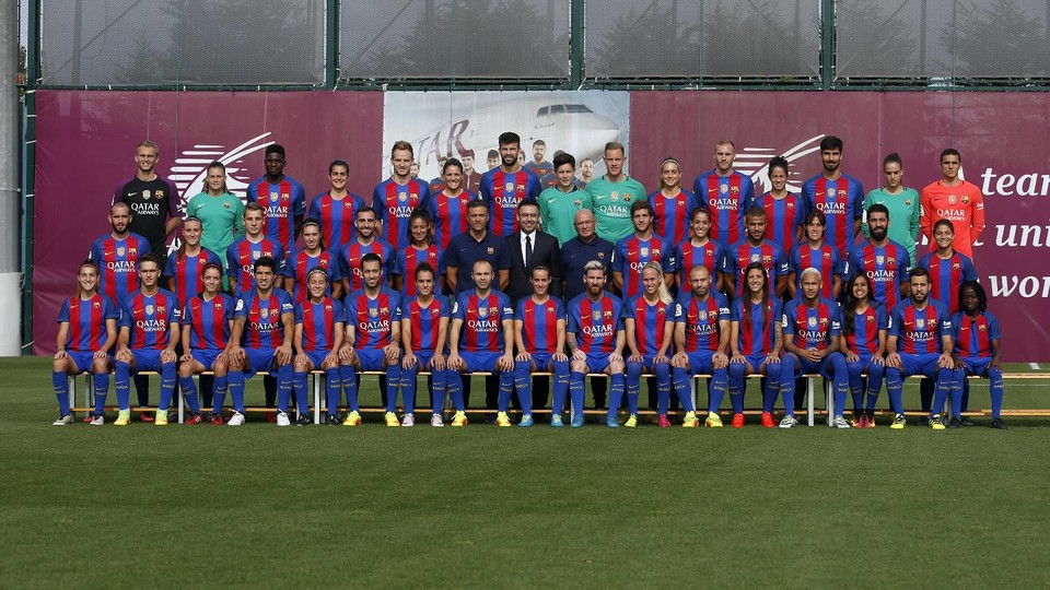 Fc barcelona 39 s men 39 s and women 39 s first teams pose together for official photo fc barcelona - Forlady barcelona ...