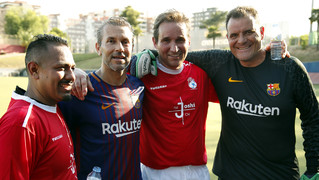The Association team play against a team of former players from the USA who are on a sports tour of Catalonia