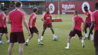 Ernesto Valverde names his 18 for the Champions League encounter on Tuesday at 6.55pm CET, plus video and photos from the last training session before the game kicks off