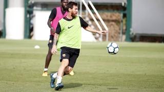Los jugadores disponibles del FC Barcelona se han ejercitado este jueves en la penúltima sesión antes de visitar Vitoria en la segunda jornada del campeonato