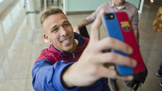 [BEHIND THE SCENES] Arthur lands in Barcelona