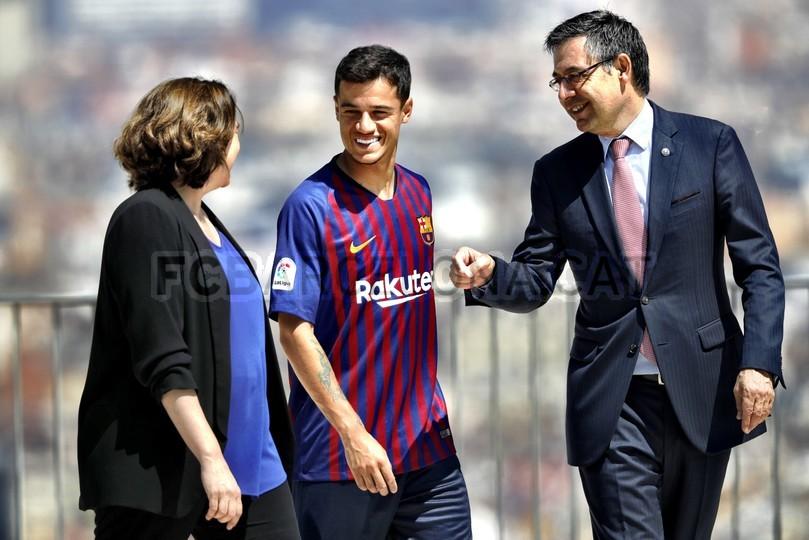 حفل تقديم القميص الجديد لنادي برشلونة لموسم 2018-2019 83941950