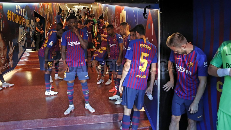 صور مباراة : برشلونة - بوكا جونيورز ( 16-08-2018 )  96023872