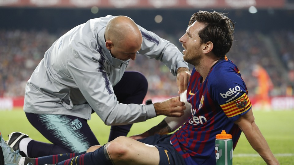 Messi, after injuring his arm against Sevilla