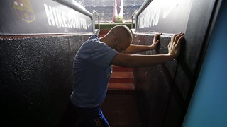 FC Barcelona - RCD Espanyol: The players in the tunnel before the game