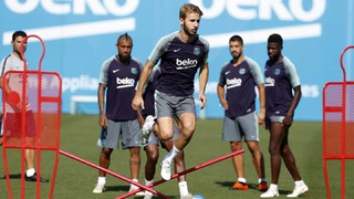 The available players went through their paces at the Ciutat Esportiva