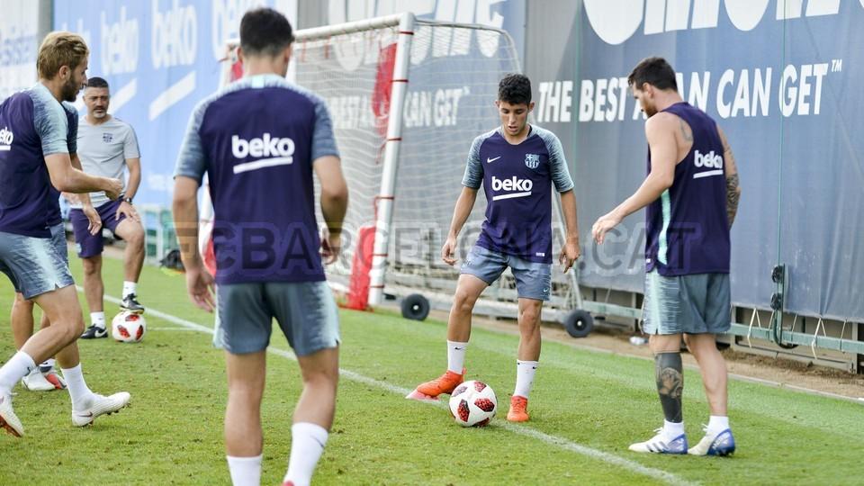 تدريب مشترك مع برشلونة ب ، ميسي ، بيكي ، جوردي ألبا ، سيرجيو ، سامبر  95313989