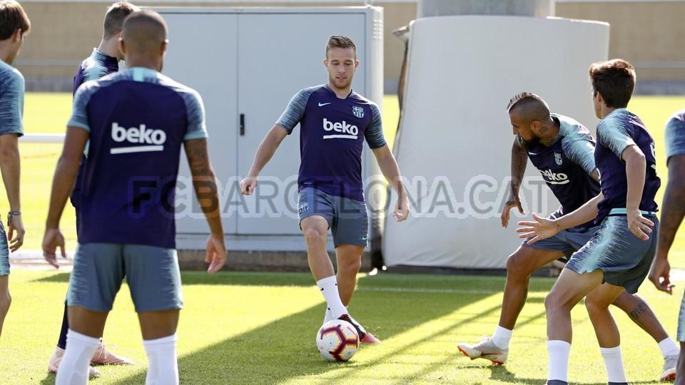 تدريبات مكثفة في برشلونة بعين على مباراة السبت Vs أتلتيك بيلباو 99864583
