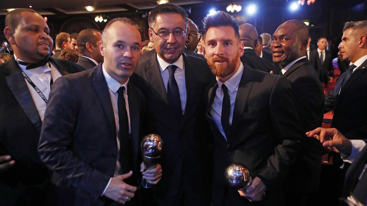 Finalmente, la azulgrana Lieke Martens se ha llevado el premio a la mejor jugadora de la temporada, mientras que Leo Messi ha quedado segundo de su categoría. El argentino, junto con Iniesta, han sido elegidos como miembros del mejor XI del curso
