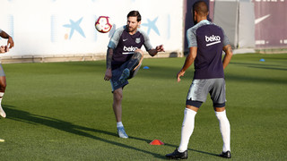 Ernesto Valverde has called up 19 players for the trip to Mestalla (8:45pm CEST)