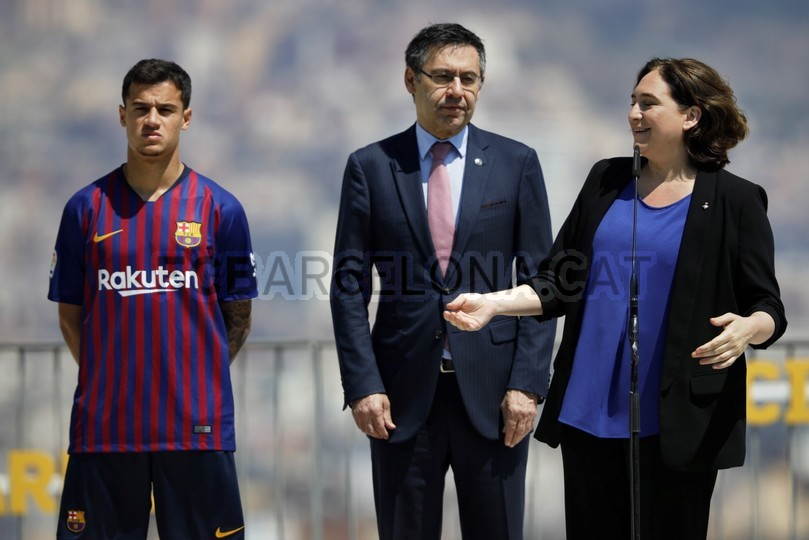 حفل تقديم القميص الجديد لنادي برشلونة لموسم 2018-2019 83941962