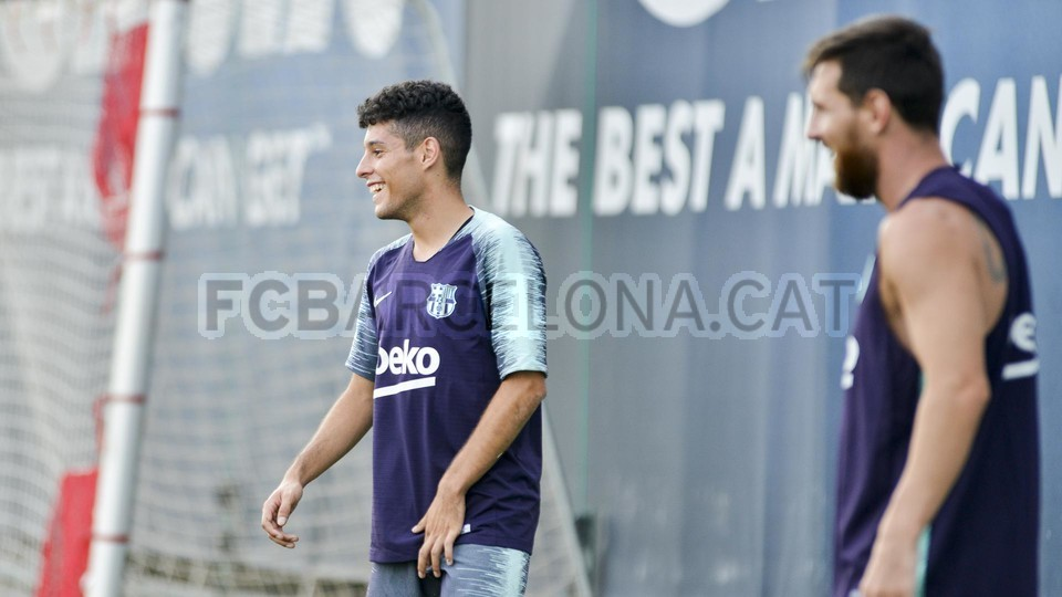 تدريب مشترك مع برشلونة ب ، ميسي ، بيكي ، جوردي ألبا ، سيرجيو ، سامبر  95313995