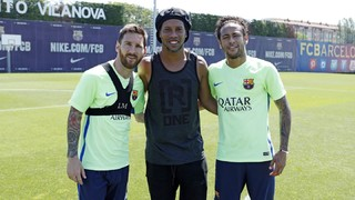 Retrobament de Ronaldinho amb Messi i Neymar Jr