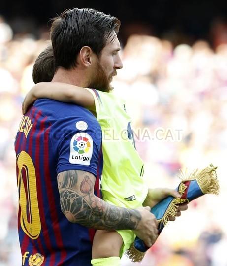 صور مباراة : برشلونة - هويسكا 8-2 ( 02-09-2018 )  97495373