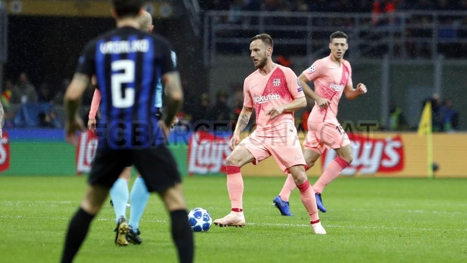 صور مباراة : إنتر ميلان - برشلونة 1-1 ( 06-11-2018 )  102161229