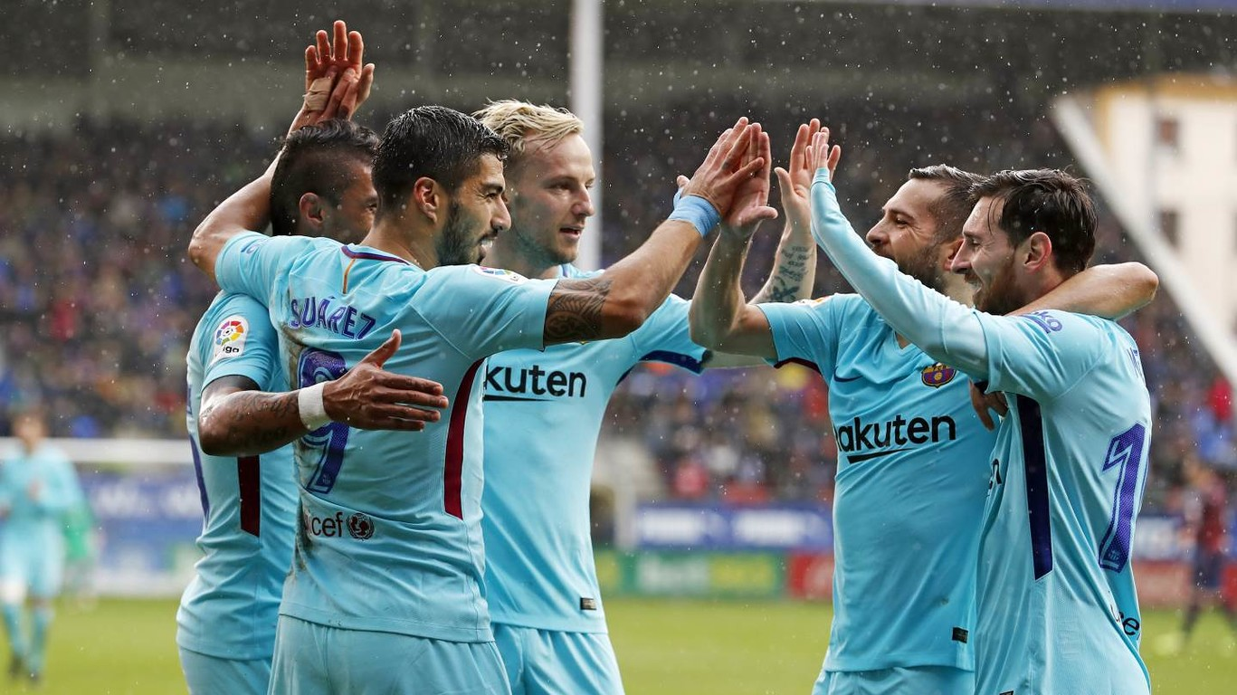 Goals from Luis Suárez and Jordi Alba secure three hard-earned points in the Basque Country and match longest ever unbeaten run in La Liga