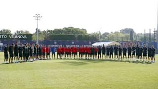 Els homes d'Ernesto Valverde han guardat un minut de silenci en record a les víctimes de l'atemptat d'aquest dijous
