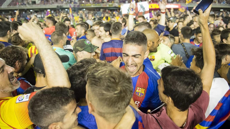 [Ảnh] Barça B ăn mừng lên hạng
