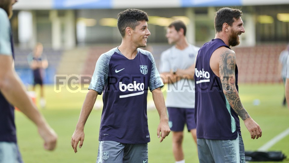تدريب مشترك مع برشلونة ب ، ميسي ، بيكي ، جوردي ألبا ، سيرجيو ، سامبر  95314001