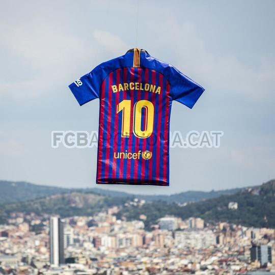 حفل تقديم القميص الجديد لنادي برشلونة لموسم 2018-2019 83942483