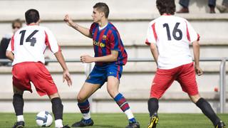 De l'estiu del 2008 al gener del 2011 el golejador internacional argentí va formar part dels Juvenils blaugrana