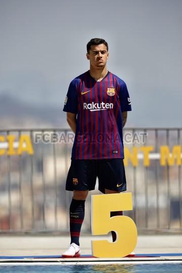 حفل تقديم القميص الجديد لنادي برشلونة لموسم 2018-2019 83941974