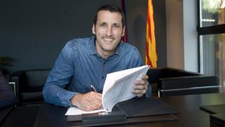 Aitor Egurrola firma la seva renovació amb el FC Barcelona Lassa