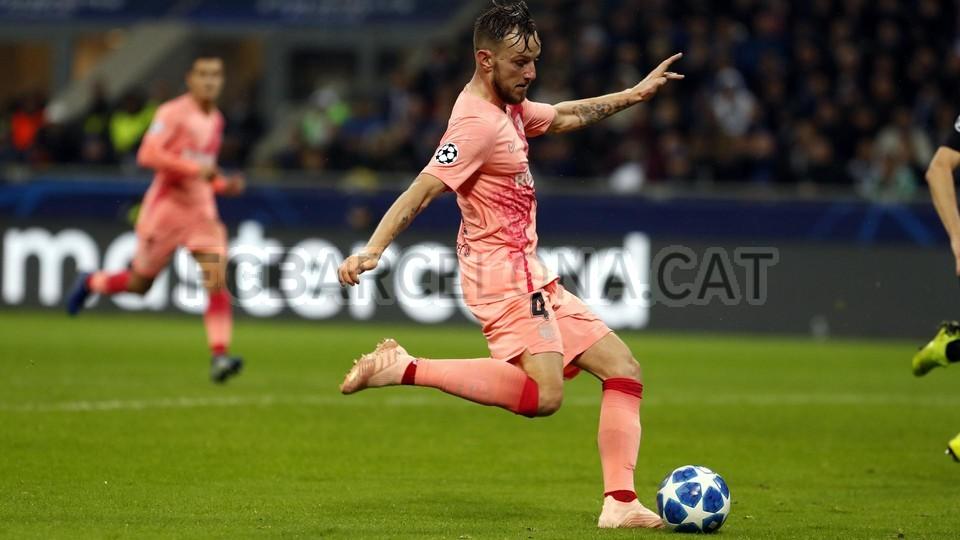 صور مباراة : إنتر ميلان - برشلونة 1-1 ( 06-11-2018 )  102164489