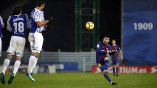 El golazo de falta de Messi desde todos los ángulos